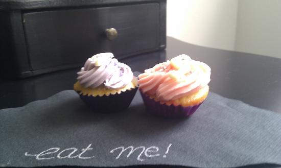 G! Boutique Hotel: Complementary mini cupcakes