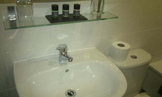 G! Boutique Hotel: Bathroom