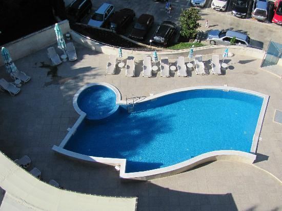 Royal Cove Residence: Tiny pool from C15 balcony