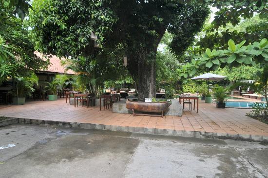 The Kabiki: Dining/pool area