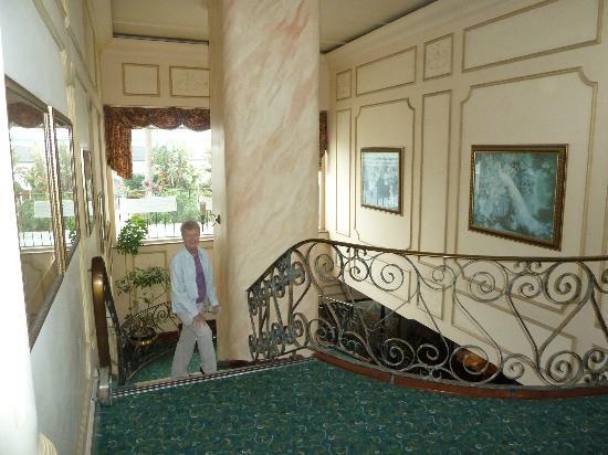 Hansa Hotel: Staircase