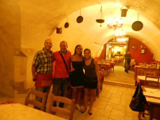 Osteria Largo Oratorio: insieme ad Antonio, il proprietario con la ragazza