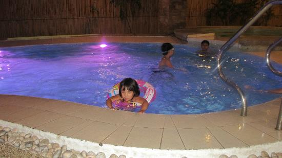 The Pinnacle Hotel and Suites: aud mona enjoying their pool