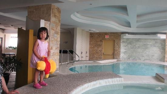 The Pinnacle Hotel and Suites: view of their little pool