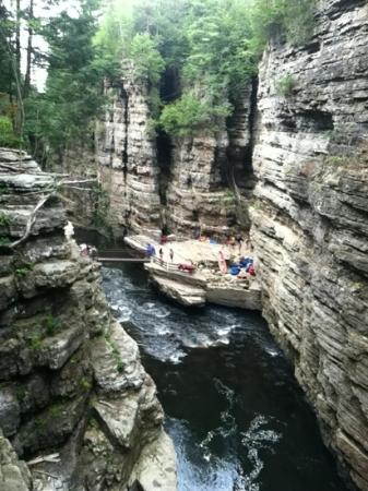 Keeseville, นิวยอร์ก: Ausable chasm. rafting point