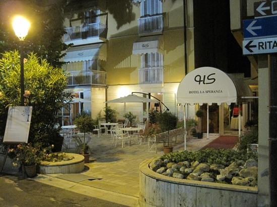 Casciana Terme, Italy: Hotel la Speranza by night