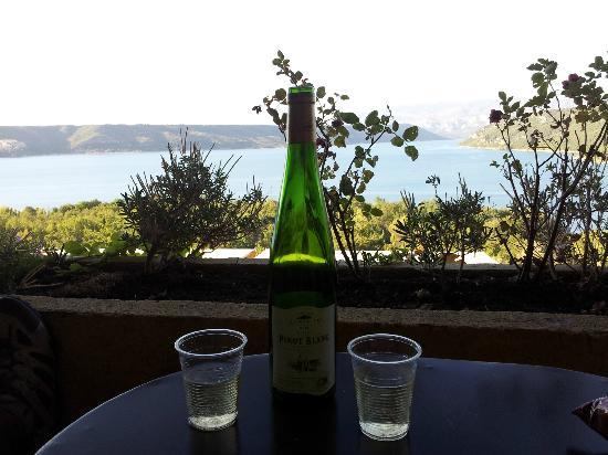 Hotel Les Cavalets : Terrasse de la chambre donnant sur le lac