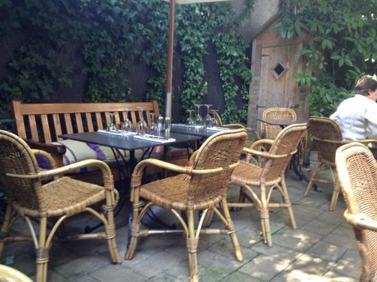 Brasserie van Baerle: backyard terrace