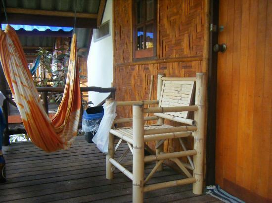 Coco Garden Resort: Terraza de la cabaña