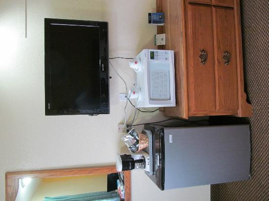 Aladdin Motor Inn: Fridge, Microwave & Flat Screen T.V.