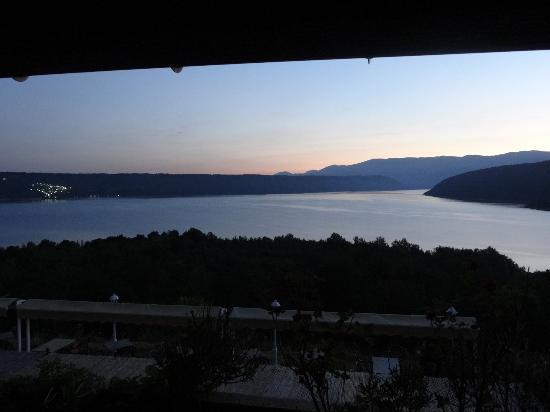 Hotel Les Cavalets : Vue à l'aube depuis la chambre (1er etage, chambre 16)