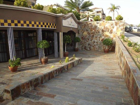 Saint George: front entrance 