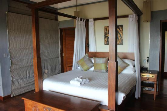 Serene Pavilions: bed