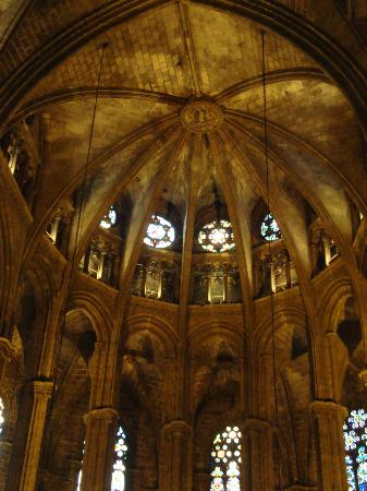 Barcelona Walking Tours Gotic: Cathedral interior