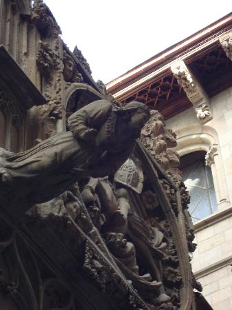 Barcelona Walking Tours Gotic: Cathedral detail