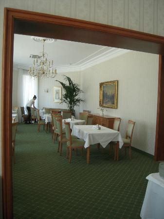 An der Wien: Dining room - a very large and elegant restaurant