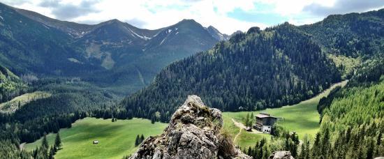 Hotel Gorski Kalatowki: Widok na hotel