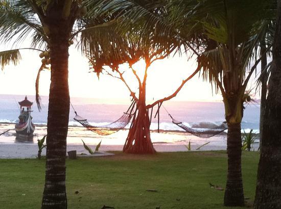 بوري دايوما كوتيجيز بيتش إيكو ريزورت: nce sunset 