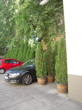 An der Wien: Right area of the hotel's parking