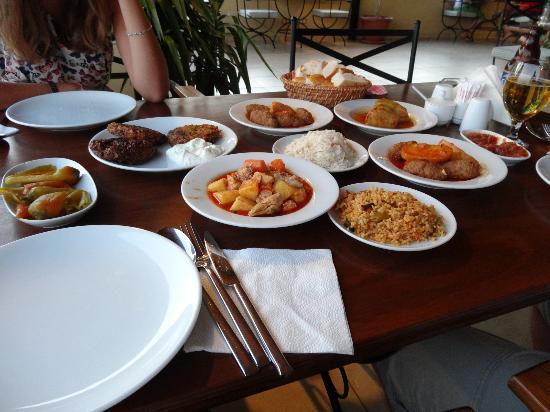 Ayse's Kitchen: Food!