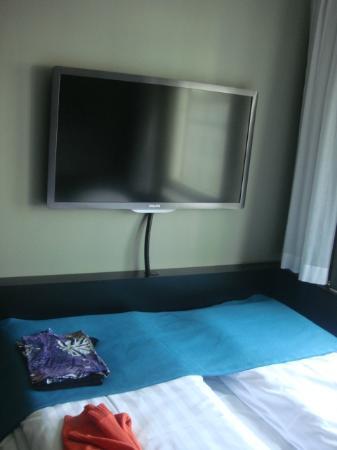 Comfort Hotel Xpress Stockholm Central: flat screen tv