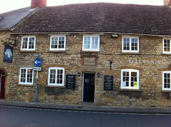 The Britannia Inn Hotel : Britannia Inn - a stones throw from Sherborne Abbey
