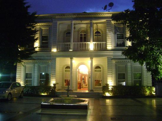 Bosphorus Palace Hotel: Vista desde la calle