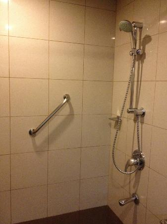 Baguio Country Club: Shower