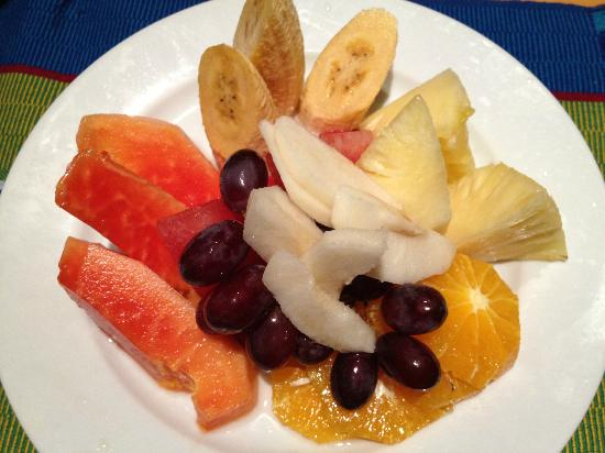 Baguio Country Club: room service - fruit platter