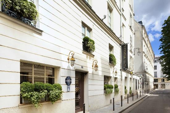 Hotel Verneuil: Street