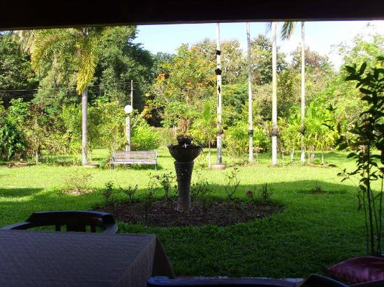 Jaiya Mongkol Bed and Breakfast: View of garden from the dining area!