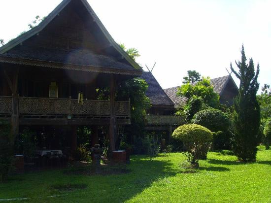 Jaiya Mongkol Bed and Breakfast: The front of the Jaiya Mongkol