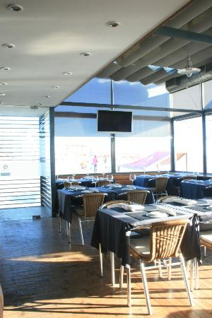 Capitao Gancho: The inner dinning room, welcoming our guests and the sun.