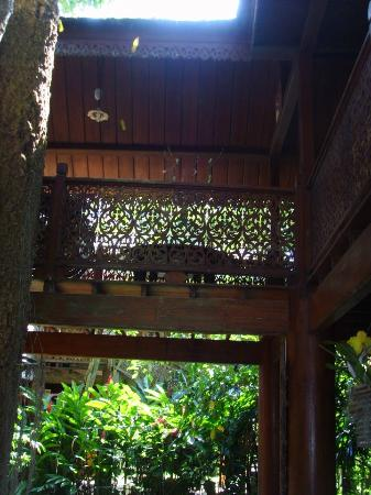 Jaiya Mongkol Bed and Breakfast: The teak wood around the central courtyard area