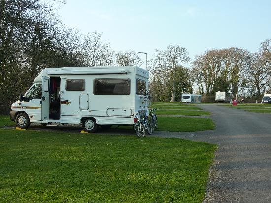 Lytton Lawn Touring Park: The motorhome/caravan field