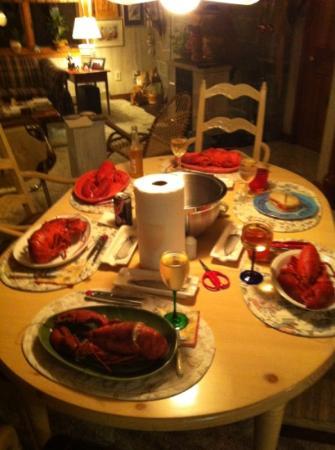 Graffam Bros Seafood Shack: 2 pounders. yum. 1 short :(