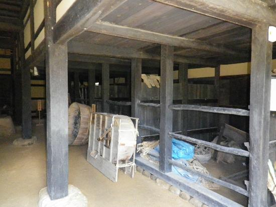 Tomizawa Family Residence : 建物の土間の中です