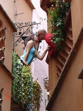 Alley of the Kiss (Callejon del Beso): Keyko y Carlos.