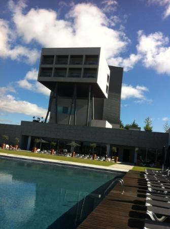 Hotel Casino Chaves : Vue de la piscine exterieure