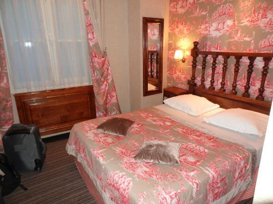 Left Bank Saint Germain : Le lit de la chambre 205