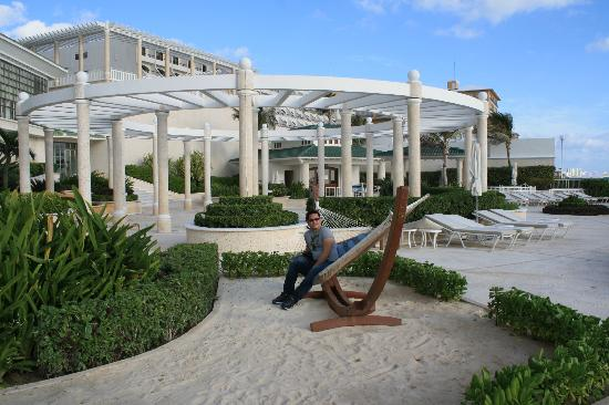 Sandos Cancun Luxury Resort: beach area