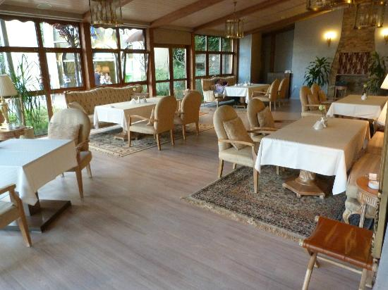 Boutique Hotel Riviera on Podol: Lovely breakfast in a light, spacious setting