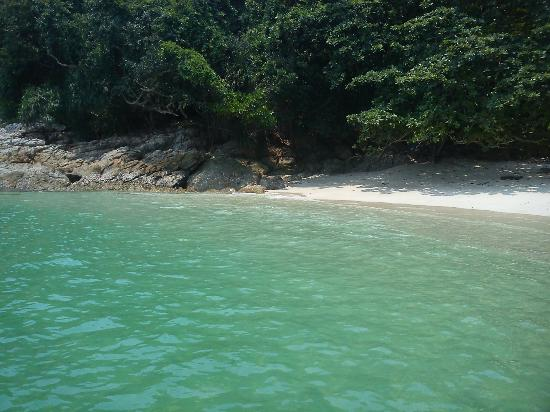 Pulau Sembilan - 1 of the 9 Islands - Lunch by the beach