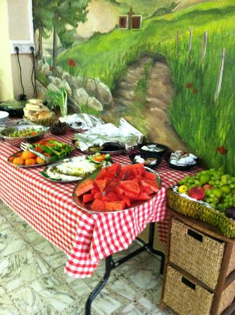 Fauzi Azar Inn by Abraham Hostels: Daily breakfast buffet included