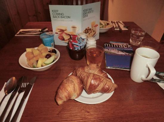 Premier Inn Helston Hotel: colazione