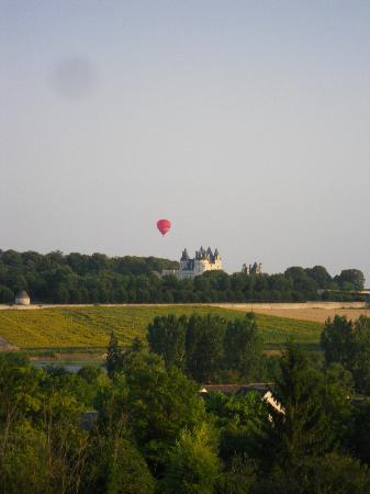Manoir de l'Abbaye: vue sur le chateau de la belle au bois dormant! Ussé