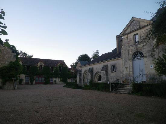 Manoir de l'Abbaye: l'abbaye, juste à coté du manoir