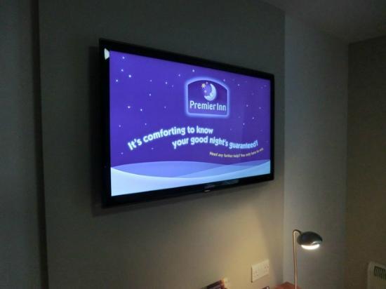 Premier Inn Barnstaple Hotel : tv
