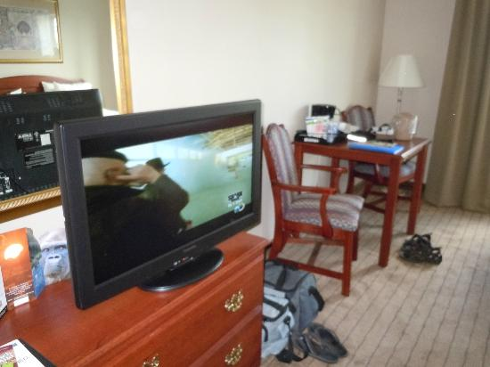 Holiday Inn Express Irondequoit : coin cafe et tv