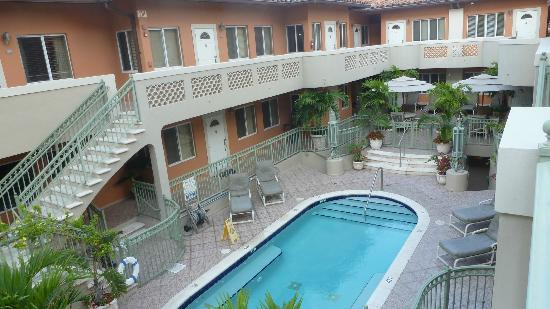 Sun Harbour Boutique Hotel: hotel avec sa piscine